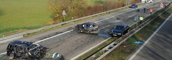 Sechs Menschen starben bei dem Horror-Unfall auf der A5.