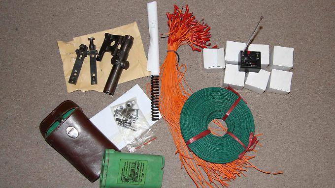 Die Polizei beschlagnahmte reichlich Material zum Bombenbau.