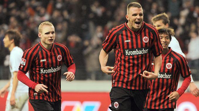 Alex Meier trägt mit neun Saisontoren zur Beflügelung von Aufsteiger Eintracht Frankfurt bei.