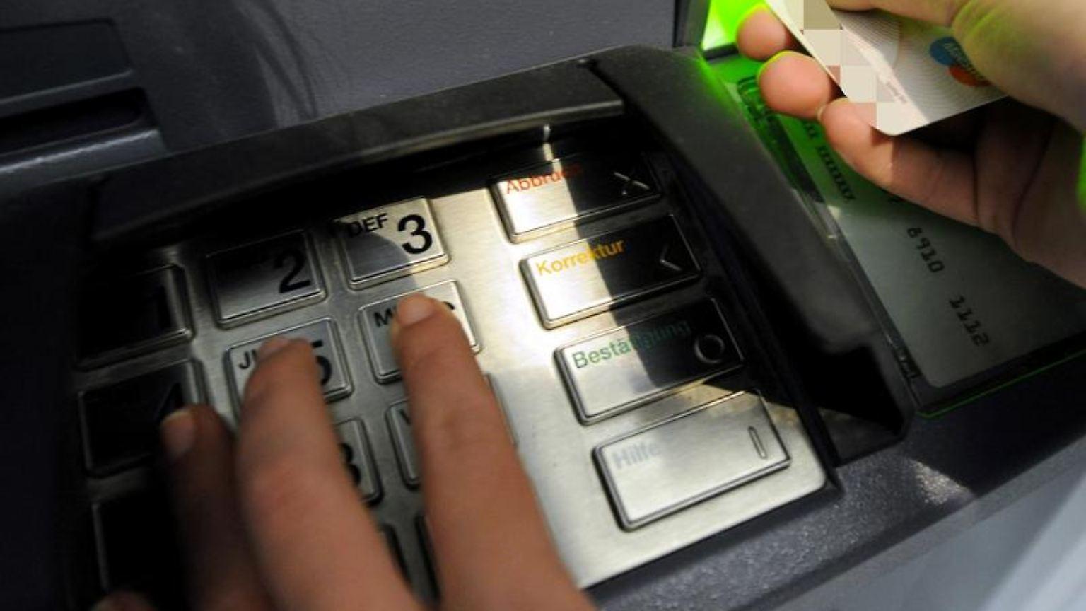 Sparkasse Ec Karte Ausland.Wenn Im Ausland Nichts Mehr Geht Manche Ec Karten Gesperrt