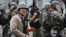 In den Straßen der Hauptstadt patrouillieren Polizisten.