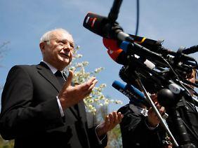Der Vorsitzende der Bischofskonferenz, Erzbischof Robert Zollitsch, hatte Mixa den Rücktritt nahegelegt.