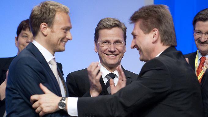 Alles Friede, Freude, Eierkuchen bei den Liberalen - zumindest bis zum 9. Mai. Die Hauptprotagonisten des Parteitags Lindner, Westerwelle und Pinkwart (von links).