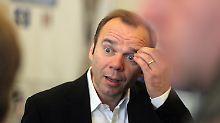 """Wir haben einen exzellenten Kader und eine glänzende wirtschaftliche Entwicklung"""": Bernd Hoffmann."""