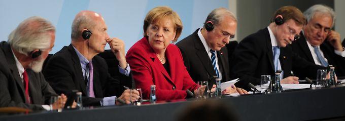 Merkel in Kanzleramt mit den Spitzen internationaler Wirtschafts- und Arbeitsorganisationen.