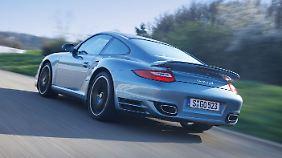 Dank der günstigen Gewichtsverteilung fährt sich der Sportwagen wie ein Auto mit Mittelmotor.