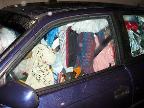 Nicht nur Wohnungen werden von Messies zugemüllt, manchmal müssen auch ihre Autos herhalten.