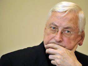 Walter Mixa ist von seinem Amt als Bischof von Augsburg entbunden.