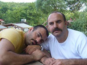 Ein Bild aus glücklichen Zeiten: der türkischstämmige Kölner Ibrahim Can (rechts) und sein Freund Ahmet Yildiz.