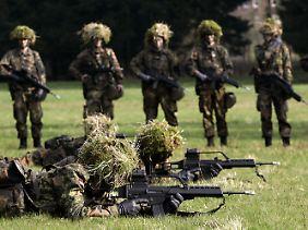 Im Jahr 1956 wurde in Deutschland die allgemeine Wehrpflicht eingeführt.