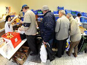 Heute holen sich Menschen kostenlose Lebensmittel, mit denen vor Jahren noch niemand gerechnet hätte.