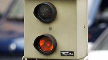 Radarfallen lauern nicht nur in Deutschland - sondern auch im Ausland. Die Bußgelder einzutreiben, sollen für die Behörden leichter werden.