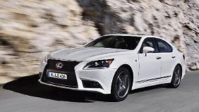 Der Lexus LS erhält ein Facelift.