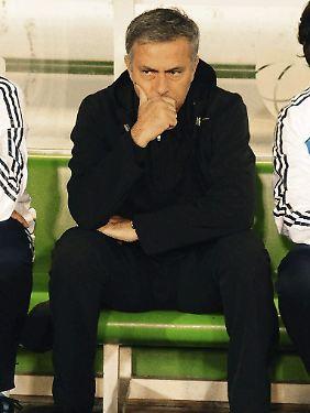 Teilt öffentlich aus und schmollt: Real-Coach Jose Mourinho.