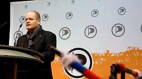 Der Bundesvorsitzende der Piratenpartei Bernd Schlömer spricht in Bochum zur Parteibasis.
