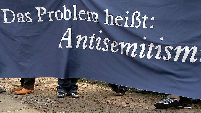 Dass die Idee der Moralkeule nicht ganz frisch ist, kann eigentlich kaum einer besser wissen, als Herr Augstein.