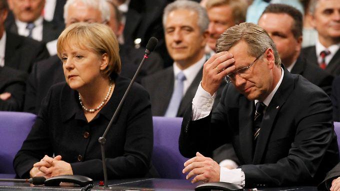 Das ist ja nochmal gutgegangen: Merkel und Wulff haben es nach über neun Stunden geschafft.