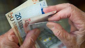Mit einem Nebenjob können Rentner ihre Haushaltskasse aufbessern. Allerdings sollten sie dabei die Zuverdienstgrenzen beachten. Foto:Marijan Murat