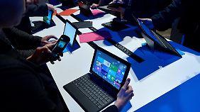 Anders als das Surface haben die Notebooks im Test keinen Touchscreen.