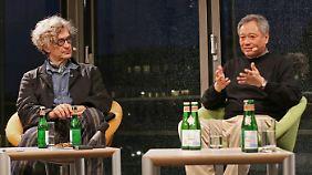 Zwei Meisterregisseure im Gespräch: Wim Wenders (l.) und Ang Lee trafen sich in der Akademie der Künste in Berlin.