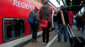 Auch das Quer-durchs-Land-Ticket für den Nahverkehr wird teurer.