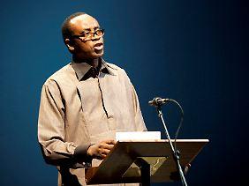 Nnimmo Bassey ist Träger des alternativen Nobelpreises und Vorsitzender der Nichtregierungsorganisation Friends of the Earth International. Er wirbt weltweit für den Umweltschutz.