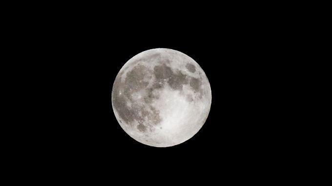Die Mondkruste ist von Tausende Kilometer langen Magma-Kanälen durchzogen.