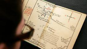 """Bereits die Erstausgabe des Hobbit enthielt eine Karte mit einem Ausschnitt des Kontinents Mittelerde - für den """"Herrn der Ringe"""" wurde die Karte später erweitert."""