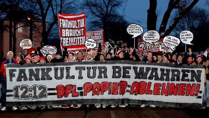 Gegen das Votum vieler Fans: Die deutschen Fußballvereine haben dem neuen Sicherheitskonzept zugestimmt.