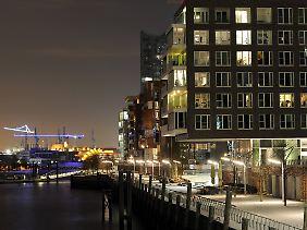 Wohnhäuser an den Marco-Polo-Terrassen in der Hamburger Hafencity. Nicht nur in der Hansestadt schnellen die Mieten und Wohnungspreise hoch.