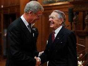 Gerhard Cromme gilt als Kronprinz von Berthold Beitz (r.), dem Vorsitzenden der mächtigen Krupp-Stiftung.