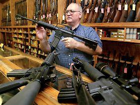 Auch Sturmgewehre dürfen Privatleute in den USA kaufen - obwohl sie weder Selbstverteidigung noch Jagd dienen.