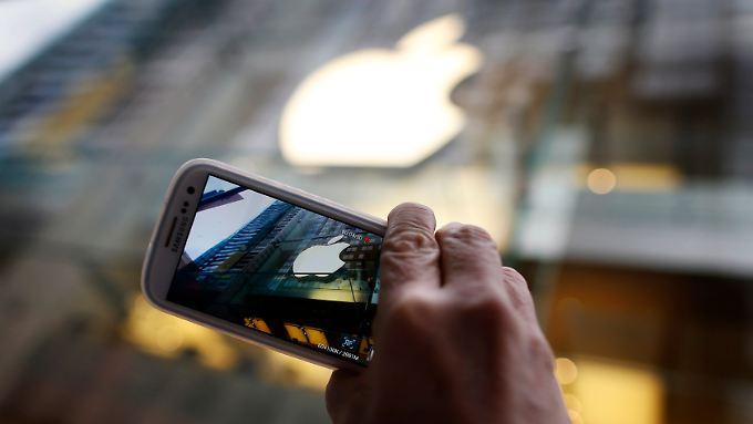 Smartphones von Samsung bleiben auf dem Markt.
