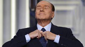 Im November 2011 trat Berlusconi als italienischer Ministerpräsident zurück. Derzeit arbeitet er an seinem Comeback.