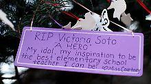 Vor der Sandy Hook Grundschule.