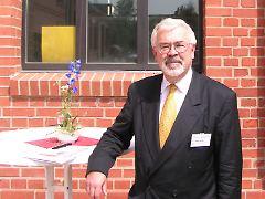 Helmut Becker schreibt als anerkannter Autoexperte und Volkswirt für teleboerse.de und n-tv.de eine monatliche Kolumne rund um den Automarkt.