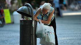 Als armutsgefährdet gilt, wer weniger als 60 Prozent des durchschnittlichen Monatseinkommens für seine Lebensführung zur Verfügung hat.