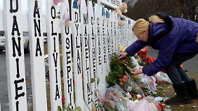 Die Newtown gedachten die Menschen der Opfer des Massakers.