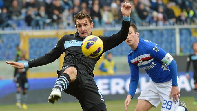 Erster Verfolger von Spitzenreiter Juventus Turin: Miroslav Klose und Lazio Rom.