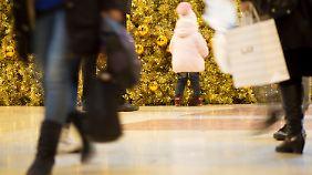 Besonders zur Weihnachtszeit laden die Geschäfte zum Kaufrausch ein.