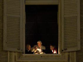 Der Heilige Abend beginnt mit einem Licht.