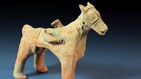 Bei den Ausgrabungen entdeckt: Tonfigur eines Pferdes mit abgebrochenem Reiter.