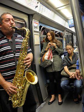 Nicht jeder darf die U-Bahn-Passagiere in Paris beschallen.