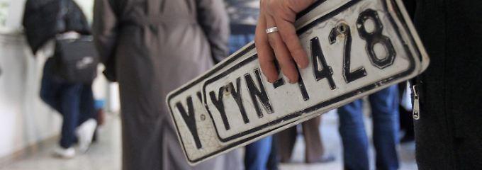 Ans Tanken ist nicht zu denken: Tausende Griechen können sich die jährliche Kfz-Steuer nicht mehr leisten.