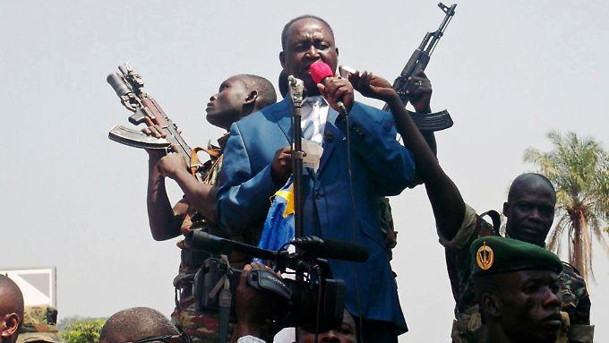 Präsident  Bozizé hatte zuletzt Frankreich und die USA gebeten, ihm mit Truppen zu Hilfe zu  kommen.