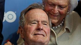 Diese Aufnahme vom Juni 2012 zeigt George Bush gemeinsam mit seiner Frau Barbara.