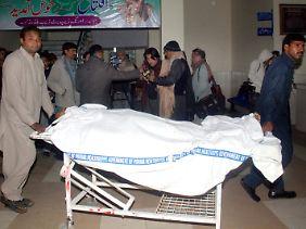 Immer mehr Opfer kommen in die Krankenhäuser.