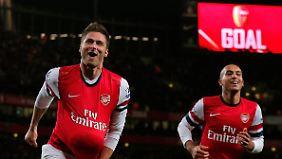 Torfabrikanten: Olivier Giroud (l.) und Theo Walcott erzielten fünf der sieben Arsenal-Tore gegen Newcastle.