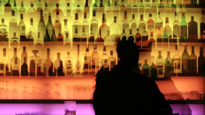 Offiziell gibt es in den USA erst ab 21 Jahren Alkohol - doch so lange wollen viele Jugendliche nicht warten.