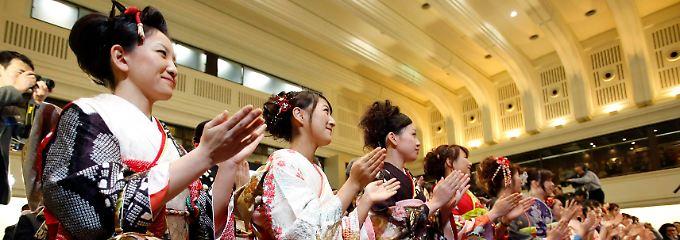 In den heiligen Hallen des japanischen Aktienmarktes: Nach der Eröffnungszeremonie des Börsenbetreibers erreichte der Nikkei ein 22-Monatshoch.